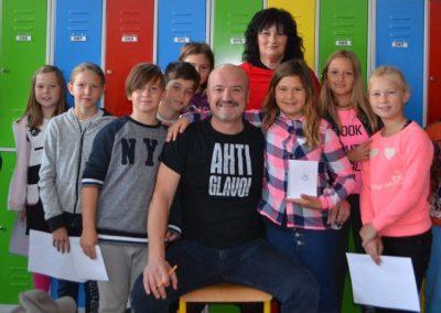 33_Obisk pisatelja Primoža Suhodolčana_r