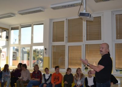 40_Obisk pisatelja Primoža Suhodolčana_r