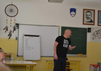 42_Obisk pisatelja Primoža Suhodolčana_r