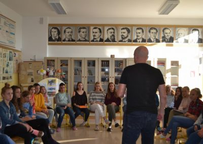 45_Obisk pisatelja Primoža Suhodolčana_r
