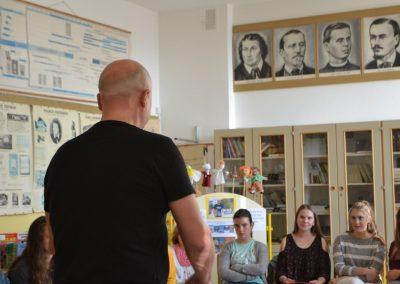 46_Obisk pisatelja Primoža Suhodolčana_r