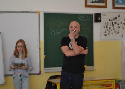 50_Obisk pisatelja Primoža Suhodolčana_r