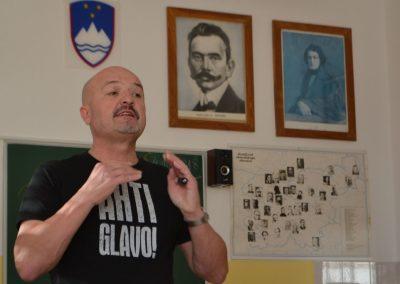 57_Obisk pisatelja Primoža Suhodolčana_r